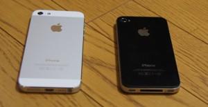 iPhone5とiPhone4S(裏面)